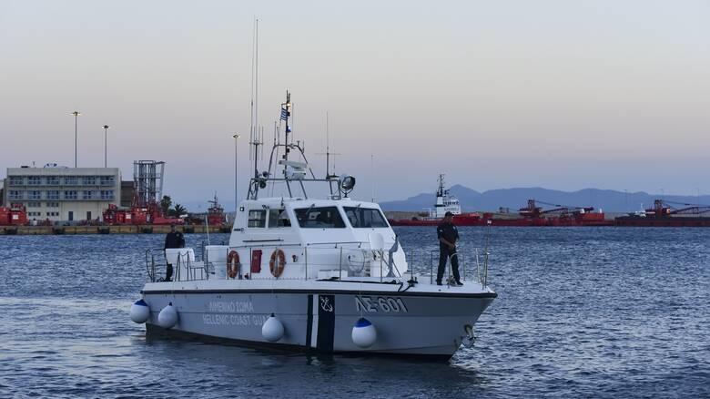 Μέλος πληρώματος δεξαμενόπλοιου που έπεσε στη θάλασσα - Σε εξέλιξη οι έρευνες
