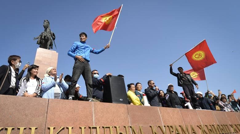 Πολιτική κρίση στο Κιργιστάν: Παραιτείται ο πρόεδρος του κοινοβουλίου