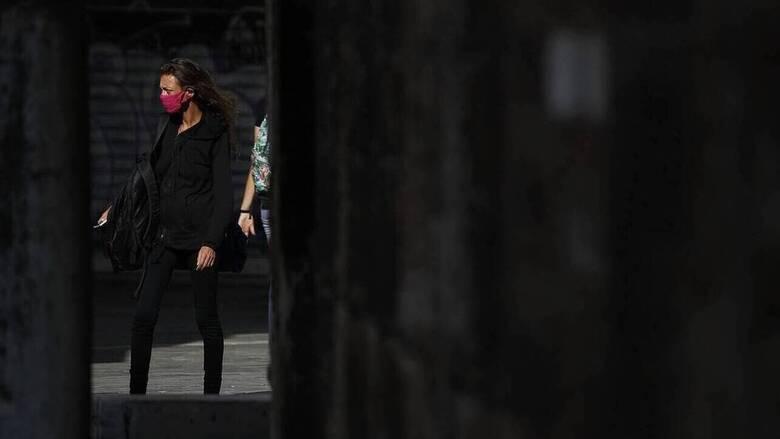 Κορωνοϊός: Η αύξηση κρουσμάτων και διασωληνωμένων φέρνει νέα μέτρα - Τι αλλάζει από Δευτέρα