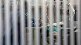 Κορωνοϊός: Η προσοχή στραμμένη στους διασωληνωμένους - Ανησυχούν οι λοιμωξιολόγοι