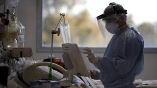 «Νιώθω σαν να έχω άνοια»: Η COVID-19 προκαλεί «θολούρα» σε πρώην ασθενείς