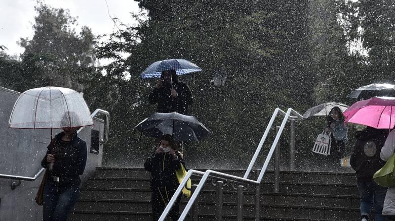 Καιρός: Βροχές, καταιγίδες και πιθανές χαλαζοπτώσεις σήμερα - Πότε θα εξασθενίσουν τα φαινόμενα