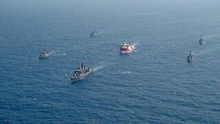 Oruc Reis: Σε επιφυλακή ο Στόλος μετά την άφιξη του τουρκικού ερευνητικού ανοιχτά του Καστελόριζου