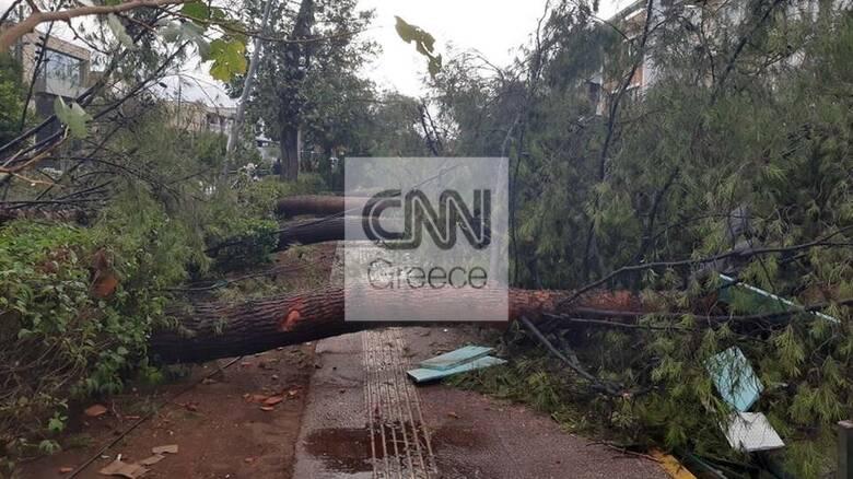 Κακοκαιρία: Βαρύ το «πλήγμα» στην Αττική - Καταστροφές και δρόμοι «ποτάμια»