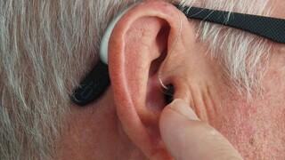 Κορωνοϊός: Απώλεια όσφρησης, γεύσης και τώρα… ακοής