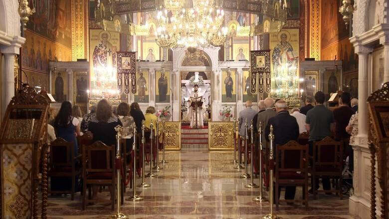 Κορωνοϊός: Ιερέας απαγορεύει τη μάσκα γιατί είναι «εμπαιγμός στο Άγιο Πνεύμα»