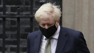 Κορωνοϊός - Βρετανία: Ο Τζόνσον δεν προσανατολίζεται ακόμη σε εθνικό lockdown