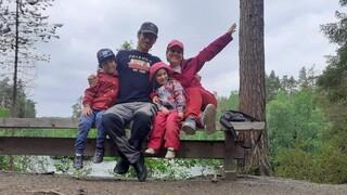 Ο Έλληνας «γητευτής» των ταράνδων που ζει με την οικογένεια του στο Ροβανιέμι