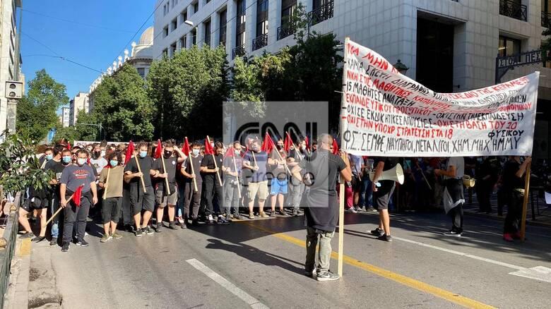 «Παρέλυσε» το κέντρο της Αθήνας με τρεις πορείες