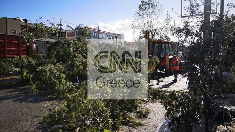 Κακοκαιρία - Νέο Ηράκλειο: Βίντεο από τον ανεμοστρόβιλο που «χτύπησε» την περιοχή