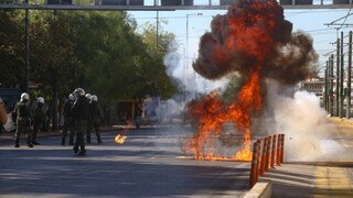 Συλλαλητήρια ΑΔΕΔΥ και μαθητών στο κέντρο της Αθήνας - Δέκα προσαγωγές