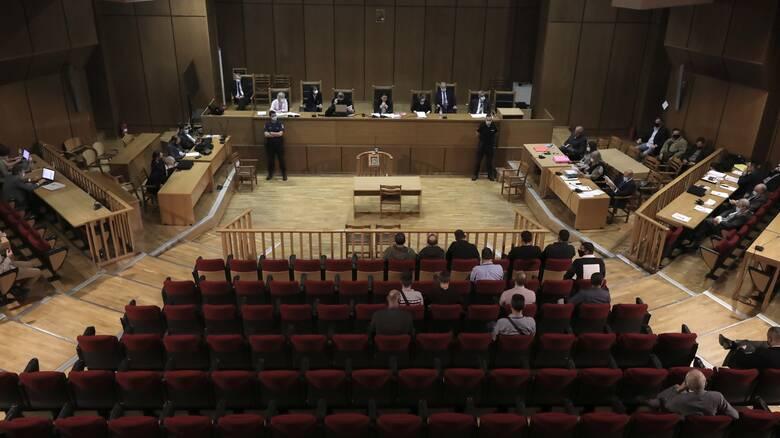 Δίκη Χρυσής Αυγής: Κατέθεσε ο πατέρας του Μπαρμπαρούση - «Εάν μπει φυλακή, είμαι τελειωμένος»