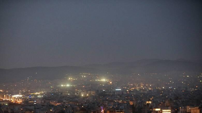 Καιρός: «Εκρηκτικό» κοκτέιλ με βροχές, υψηλές θερμοκρασίες και σκόνη