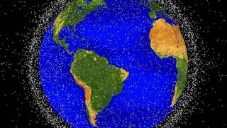 Ένας νεκρός πύραυλος, ένας ανενεργός δορυφόρος και μία παρ' ολίγον σύγκρουση στο διάστημα