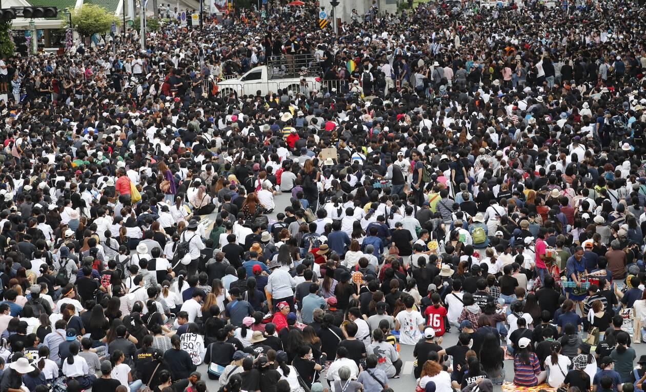 https://cdn.cnngreece.gr/media/news/2020/10/16/238668/photos/snapshot/taylandi_maska-2.jpg