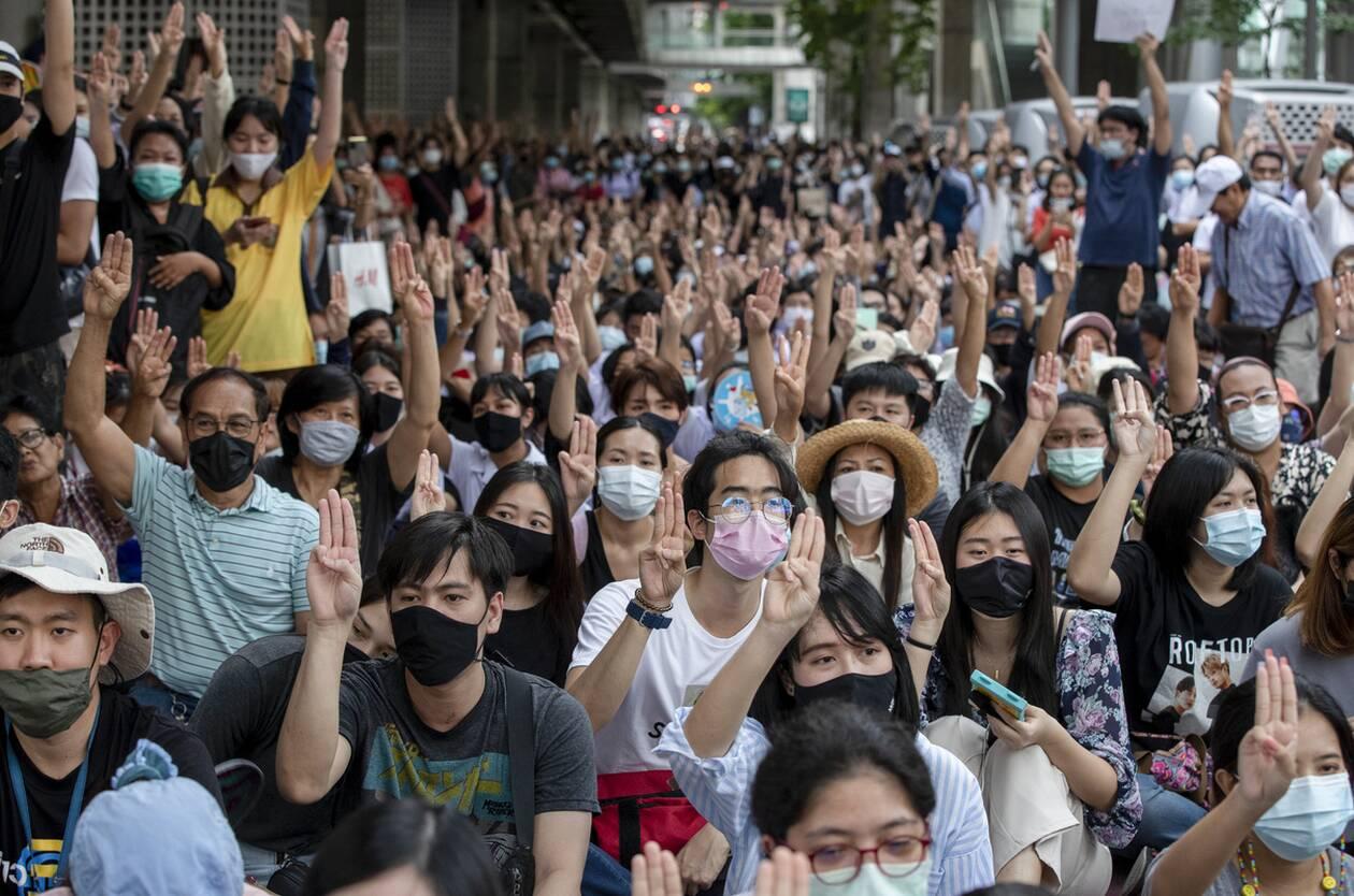 https://cdn.cnngreece.gr/media/news/2020/10/16/238668/photos/snapshot/taylandi_maska-3.jpg