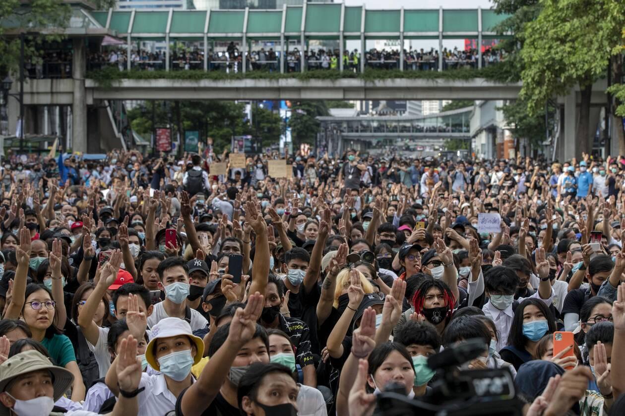 https://cdn.cnngreece.gr/media/news/2020/10/16/238668/photos/snapshot/taylandi_maska-4.jpg