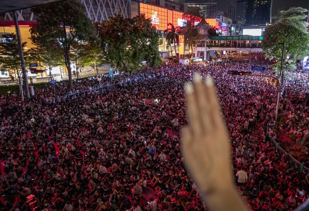 https://cdn.cnngreece.gr/media/news/2020/10/16/238668/photos/snapshot/taylandi_maska-6.jpg