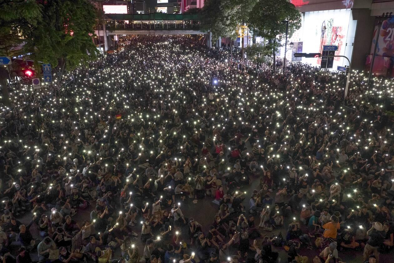 https://cdn.cnngreece.gr/media/news/2020/10/16/238668/photos/snapshot/taylandi_maska-7.jpg