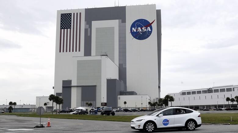 Η NASA χρηματοδοτεί τη Nokia για δίκτυο κινητής τηλεφωνίας στη... Σελήνη