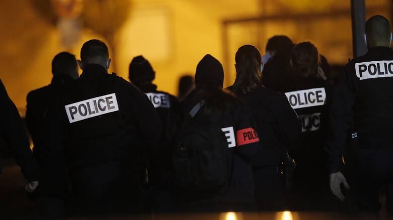 Τρόμος στο Παρίσι: Η στιγμή που o δολοφόνος του καθηγητή πέφτει νεκρός