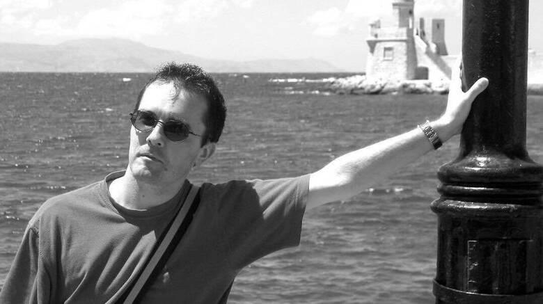 Τρόμος στο Παρίσι: Ο καθηγητής είχε δεχτεί απειλές - Οι ξέγνοιαστες διακοπές του στα Χανιά