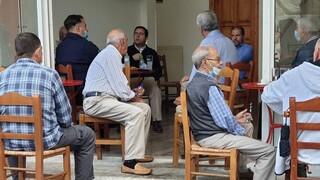 Μυτιλήνη: Επίσκεψη Μηταράκη στη Μόρια - Συνομίλησε με κατοίκους