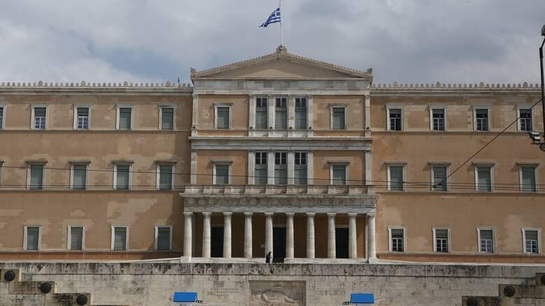Κορωνοϊός: Δύο υπάλληλοι της Βουλής εντοπίστηκαν θετικοί - Rapid test στις επαφές τους
