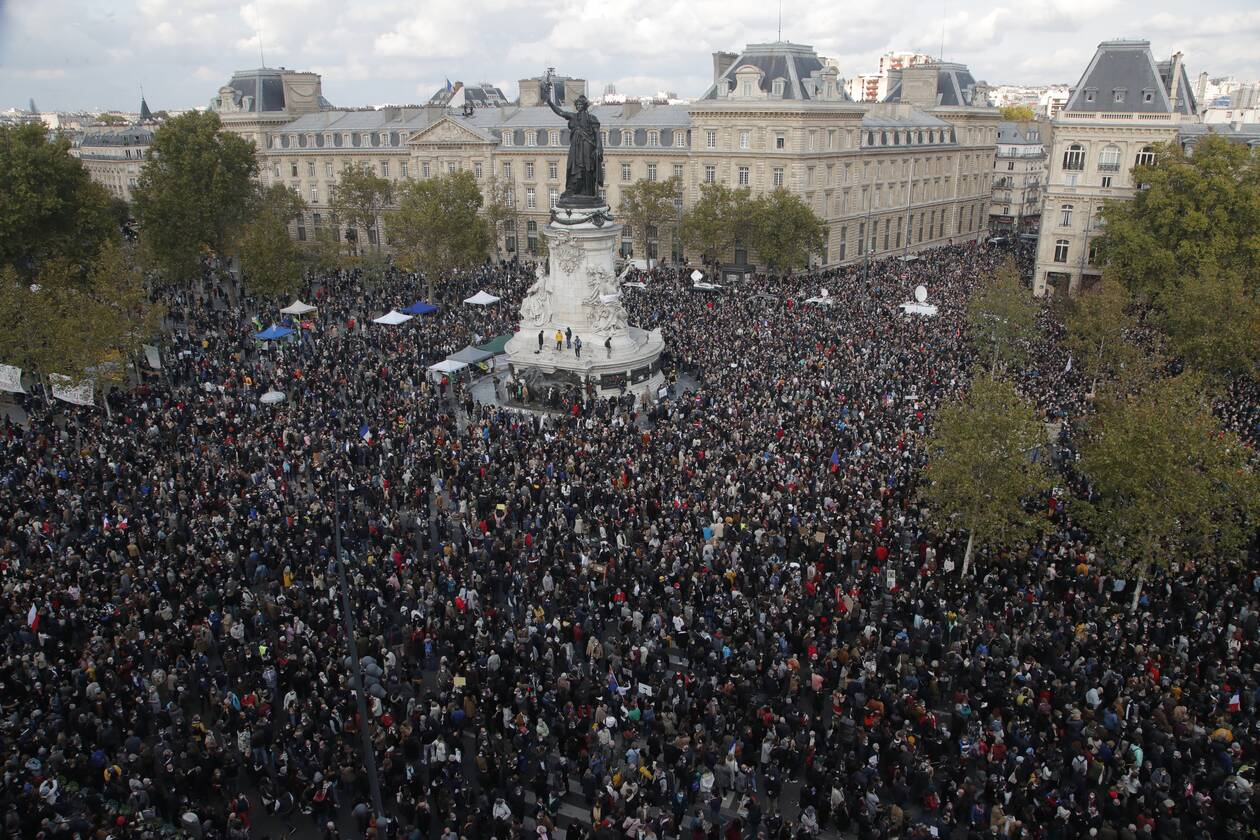 https://cdn.cnngreece.gr/media/news/2020/10/18/238956/photos/snapshot/parisi-sygkentrosi-3.jpg