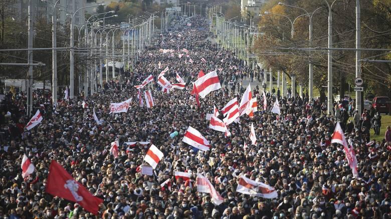 Λευκορωσία: Πάνω από 50.000 διαδηλωτές ζητούν την παραίτηση Λουκασένκο