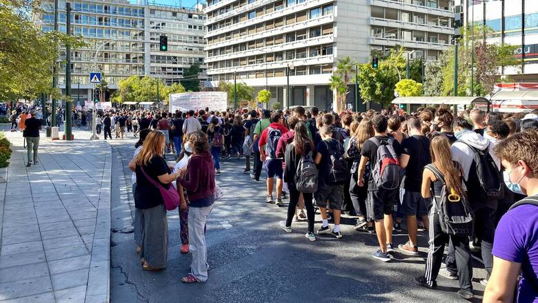 Μαθητικό συλλαλητήριο: Στο αυτόφωρο 14χρονος για κακούργημα - Αντιδράσεις για την πολυήμερη κράτηση