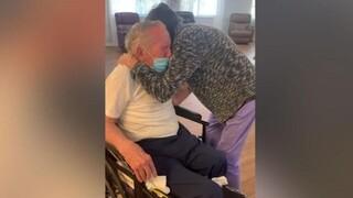 Συγκινητική επανένωση ζευγαριού: 60 χρόνια μαζί, έμειναν μακριά 215 ημέρες λόγω κορωνοϊού