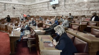 Βουλή: Ερώτηση 51 βουλευτών του ΣΥΡΙΖΑ για τις «καθυστερήσεις στον αναπτυξιακό νόμο»