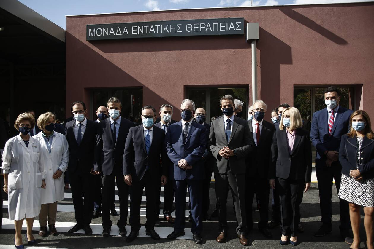 https://cdn.cnngreece.gr/media/news/2020/10/19/239103/photos/snapshot/mitsotakis_meth_sotiria-4.jpg