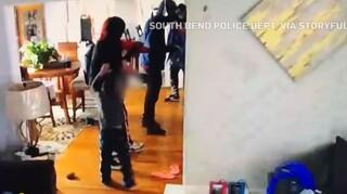 ΗΠΑ - Απίστευτο βίντεο: 5χρονο αγοράκι επιτίθεται σε διαρρήκτες