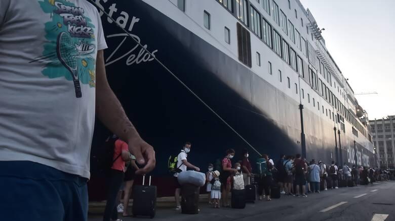 Κορωνοϊός: Στον Πειραιά το Blue Star Delos - Σε καραντίνα η Γαλλίδα που διαγνώστηκε θετική