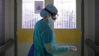 Κορωνοϊός: Έξι νεκροί μέσα σε λίγες ώρες - Στους 528 οι θάνατοι στη χώρα
