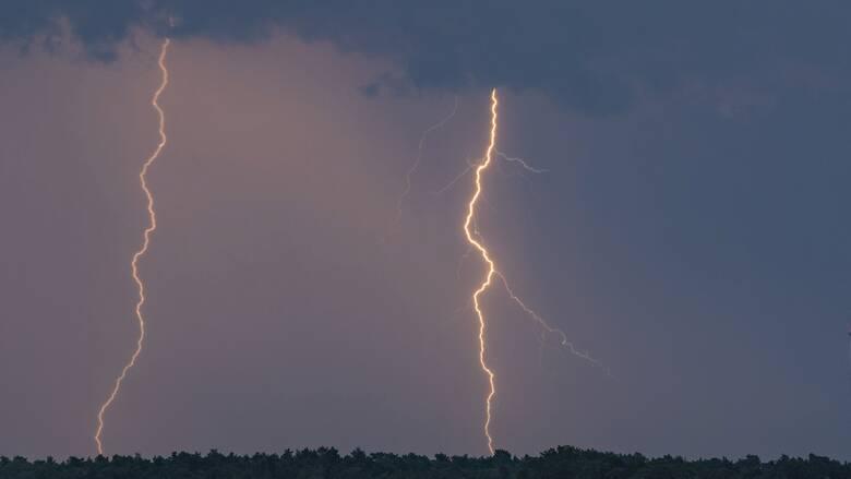 «Βροχή» χιλιάδων κεραυνών με επίκεντρο την Κρήτη - Πού θα βρέξει την Τετάρτη