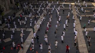 Κορωνοϊός - Ισπανία: Προς απαγόρευση κυκλοφορίας σε συνθήκες πολιτικής πόλωσης