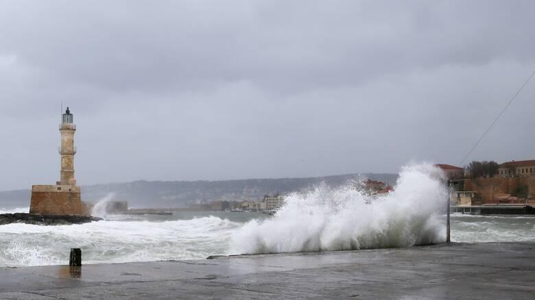 «Σάρωσε» την Κρήτη η κακοκαιρία – Πλημμύρισαν σπίτια, εγκλωβίστηκαν άνθρωποι