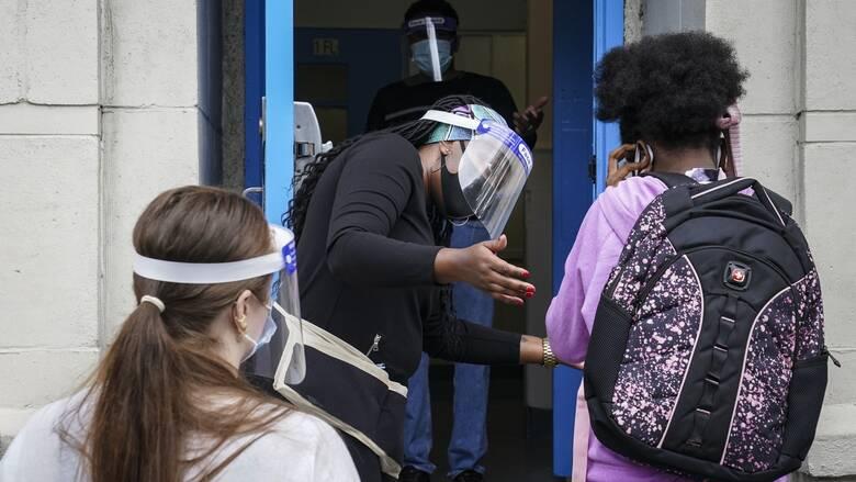 Κορωνοϊός: Τα ανοικτά παράθυρα στις σχολικές τάξεις μειώνουν έως και 40% τα σταγονίδια στον αέρα