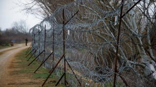 Έβρος: Κατασκευή αποτρεπτικών εμποδίων από τις Ένοπλες Δυνάμεις
