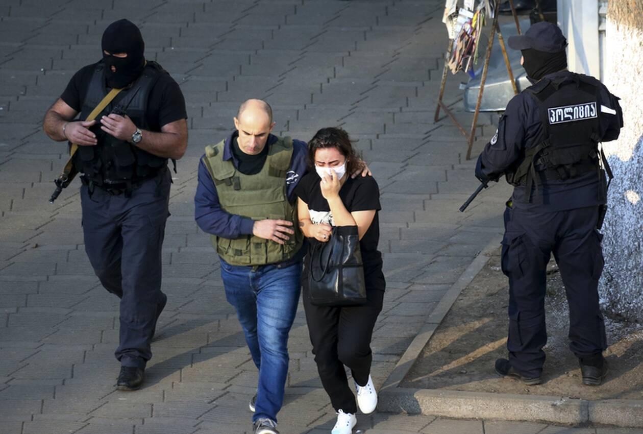 https://cdn.cnngreece.gr/media/news/2020/10/21/239444/photos/snapshot/georgia-bank-hostage-2.jpg