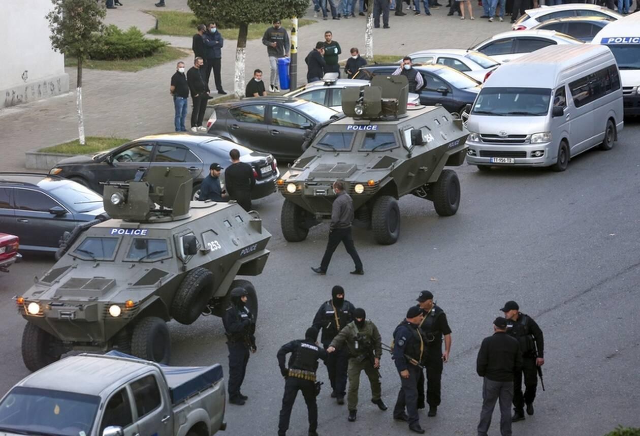 https://cdn.cnngreece.gr/media/news/2020/10/21/239444/photos/snapshot/georgia-bank-hostage-4.jpg