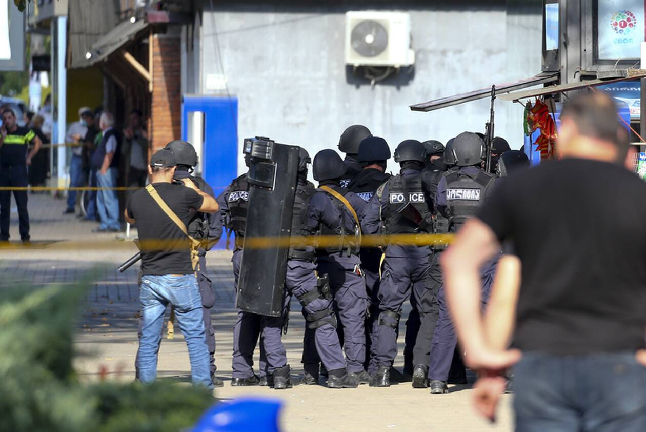 https://cdn.cnngreece.gr/media/news/2020/10/21/239444/photos/snapshot/georgia-bank-hostage-6.jpg