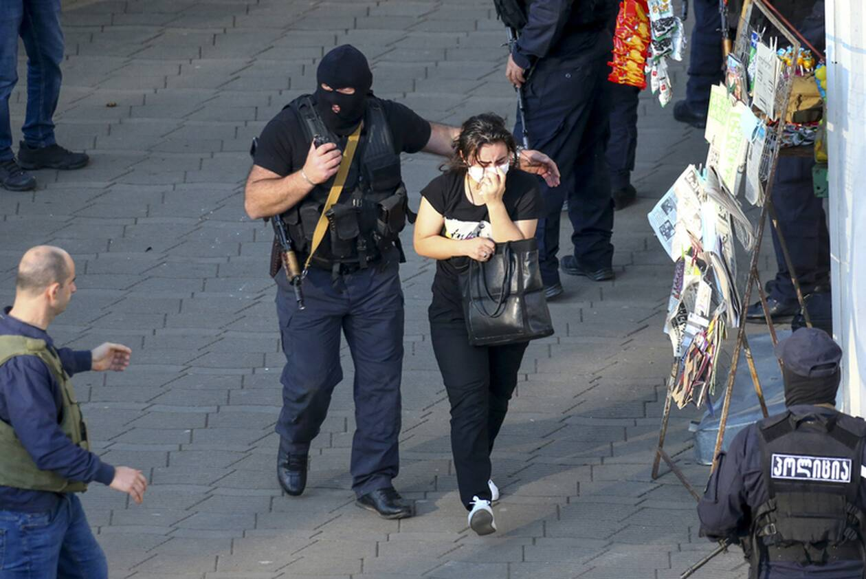 https://cdn.cnngreece.gr/media/news/2020/10/21/239444/photos/snapshot/georgia-bank-hostage-7.jpg