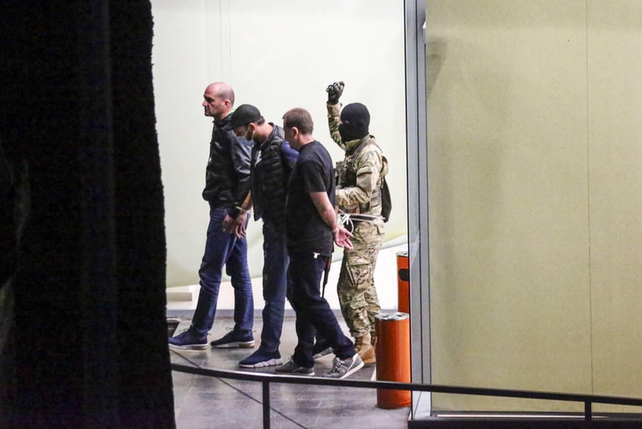 https://cdn.cnngreece.gr/media/news/2020/10/21/239444/photos/snapshot/georgia-bank-hostage-8.jpg