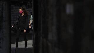 Κορωνοϊός: Γιατί το δεύτερο κύμα στην Ευρώπη φαίνεται να είναι λιγότερο φονικό;