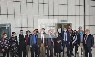 Δίκη Χρυσής Αυγής: Οι δικηγόροι της πολιτικής αγωγής χειροκροτούν τη Μάγδα Φύσσα