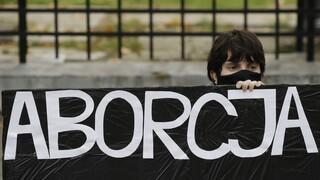 Πολωνία: «Πράσινο φως» για σχεδόν ολοκληρωτική απαγόρευση της άμβλωσης